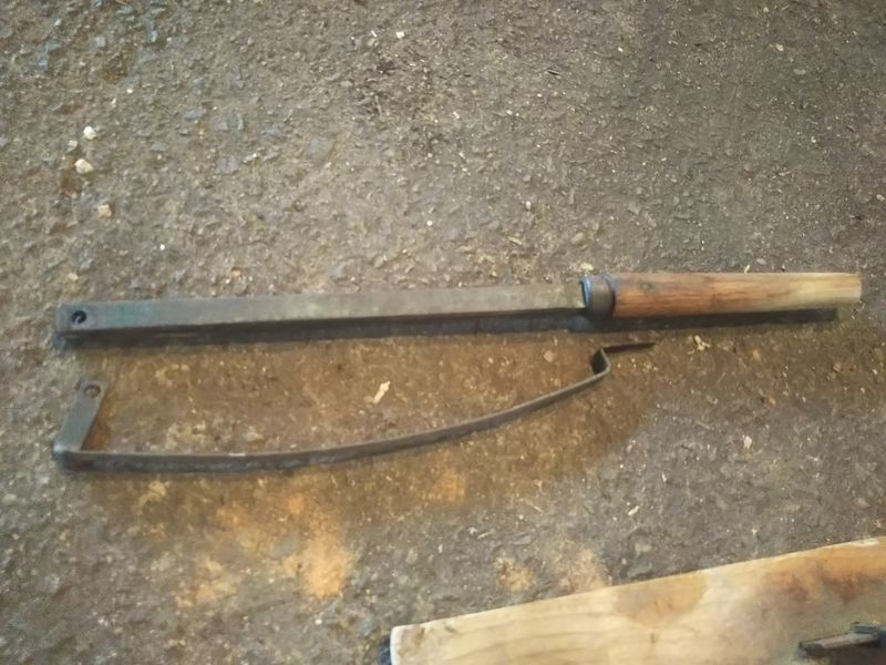 地面に置かれた押し棒とその下にあるカバー