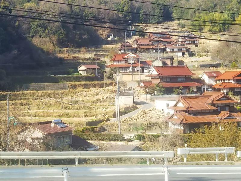 山の斜面にある集落