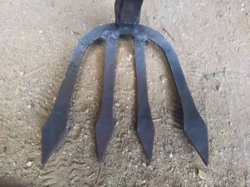 地面に置かれた雁爪