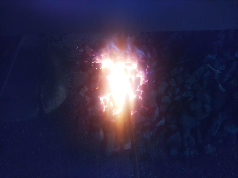 燃えさかるコークスの炎