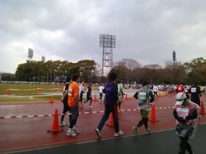 京都マラソンスタート前、競技場にて