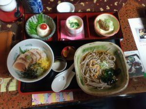 坂下家のハーフセット(炙り鮪丼と蕎麦)