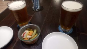 松本ブルワリーのビールとピクルス