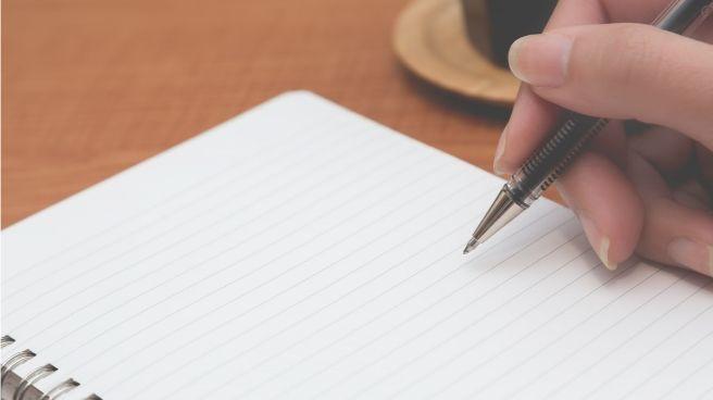 ノートとボールペンの画像