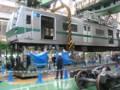 [鉄道]クレーンでつり上げられる東京メトロ6000系(6016)@綾瀬検車区