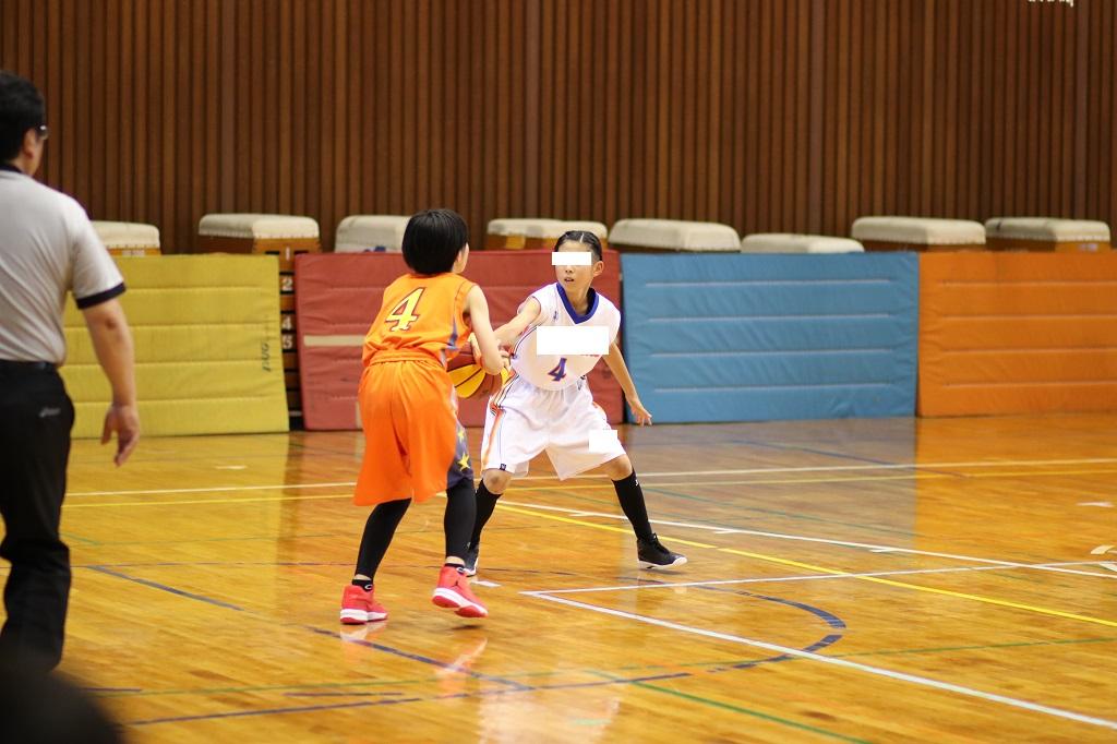 女子ミニバスケットボールディフェンス写真