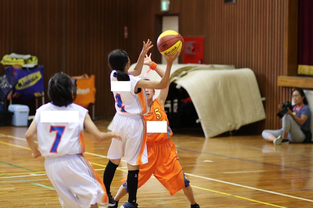 女子ミニバスケットボールシュート写真