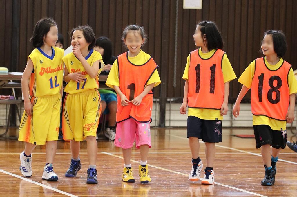 女子ミニバスケットボール写真 もう嬉しくてたまらない