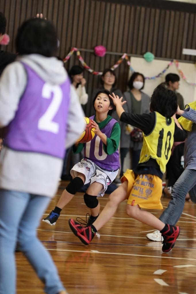 女子ミニバスケットボール写真 6年生を送る会 親子バスケ