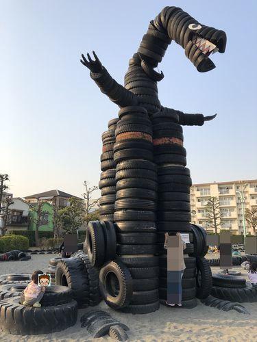 タイヤの恐竜