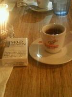 ギリシャコーヒー。デミタスのカップに粉が沈んでます