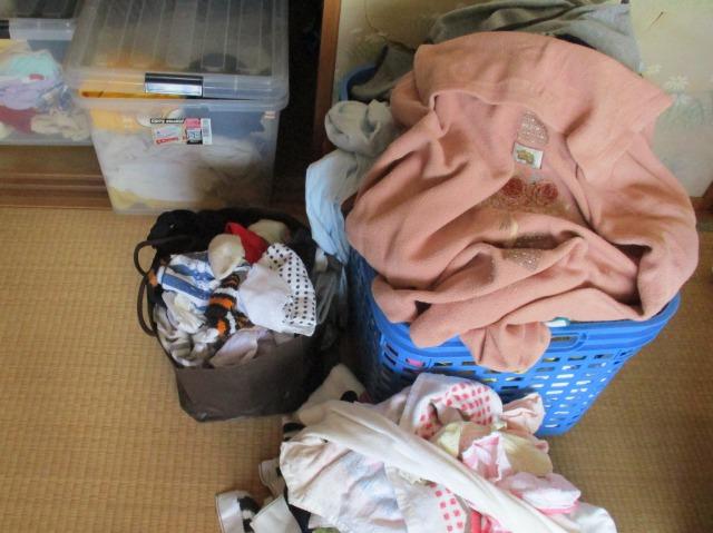 ゴミ袋に不用品を入れて捨てて断捨離