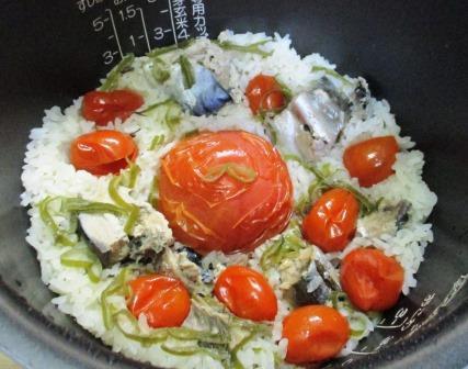 サバ缶トマト炊き込みご飯・健康朝食