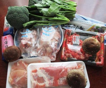 正月準備・豚塊り肉・ホウレン草・かまぼこ
