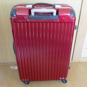 冬物をスーツケースに入れて保管