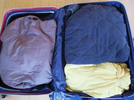 スーツケースに冬物を収納