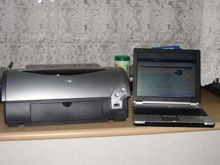 パソコンとプリンタのある風景