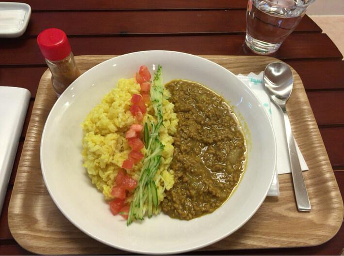 『マンゴーカフェ 木の葉』マンゴージュースで煮込んだカレー
