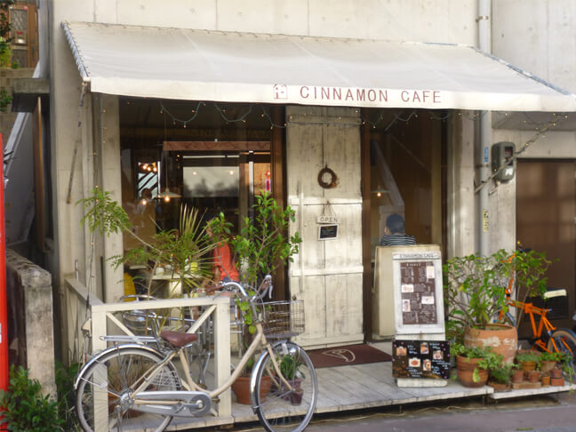 【シナモンカフェ】沖縄南部でランチにスイーツも楽しめる人気カフェ