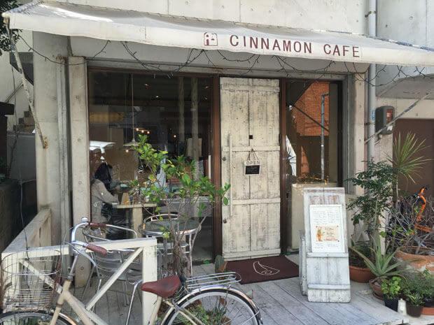 『シナモンカフェ』おしゃれな外観