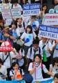 安保法案:制服姿で高校生も声を上げて…渋谷でデモ - 毎日新聞