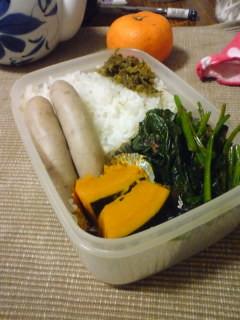 押麦御飯、ソーセージ、南瓜カボス煮、ほうれん草おかか、蕗味噌、蜜