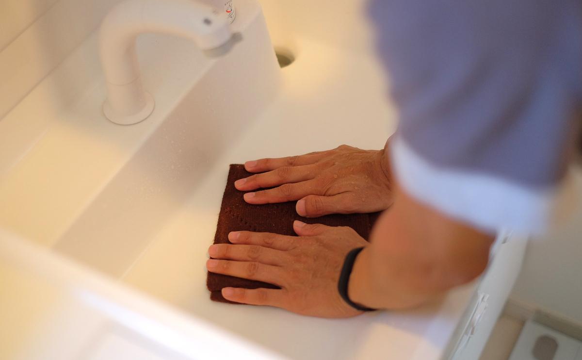 タバラットマフラーの洗い方5 押さえ込むように脱水