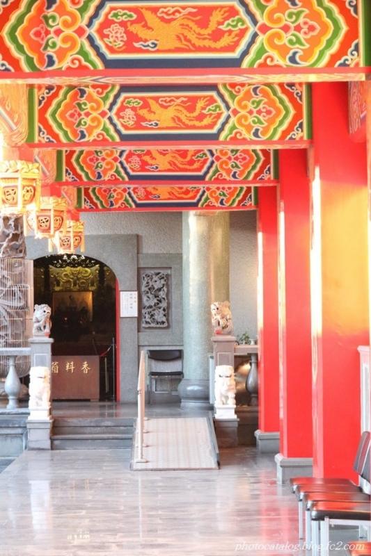 前殿から本殿へ続く廊下