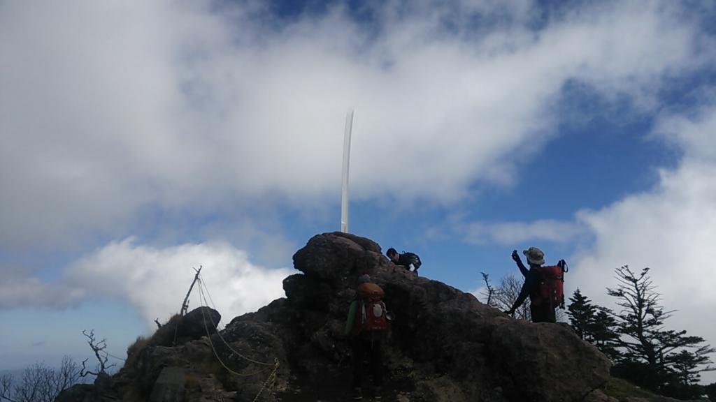 男体山頂の剣