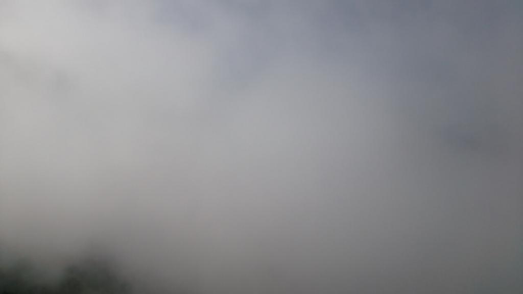 男体山頂の雲