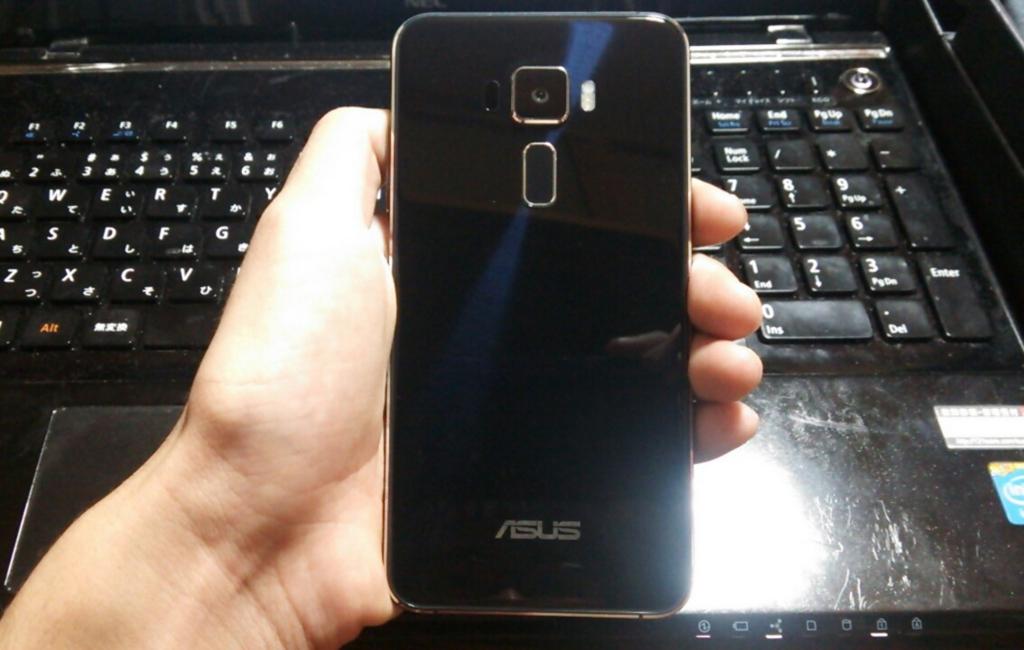 Zenfone3の背面
