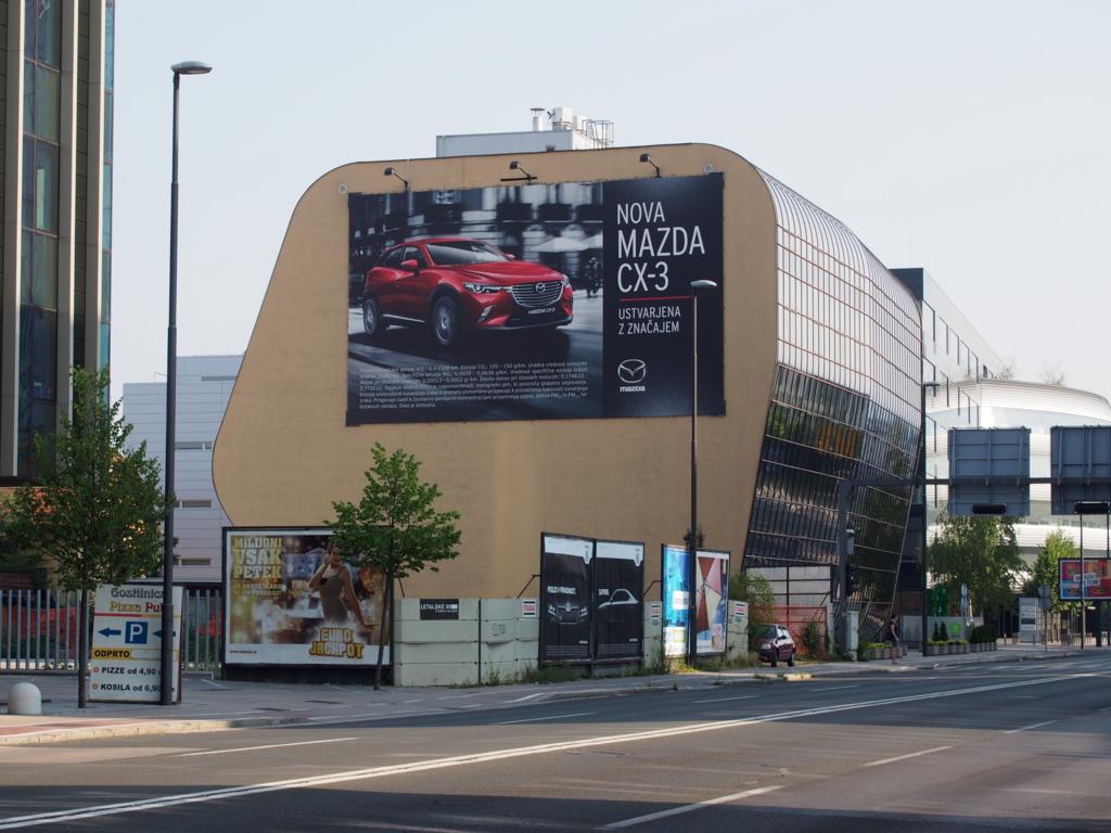 スロベニアで見かけたマツダ車のポスター