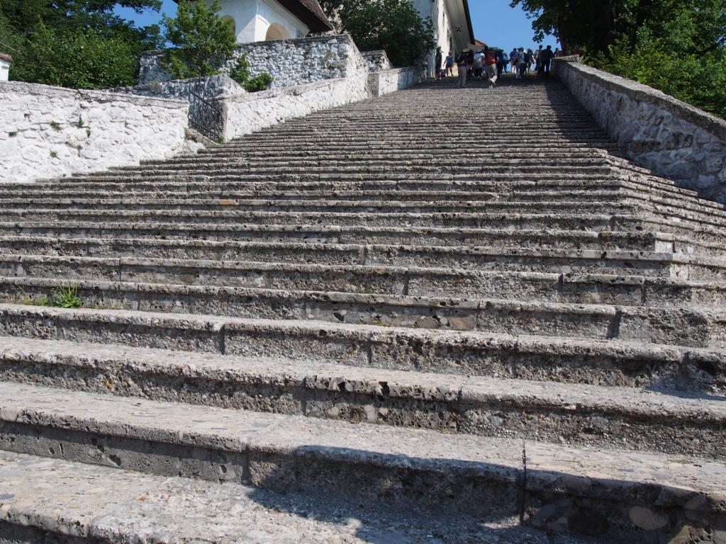 ブレッド湖へ続く階段