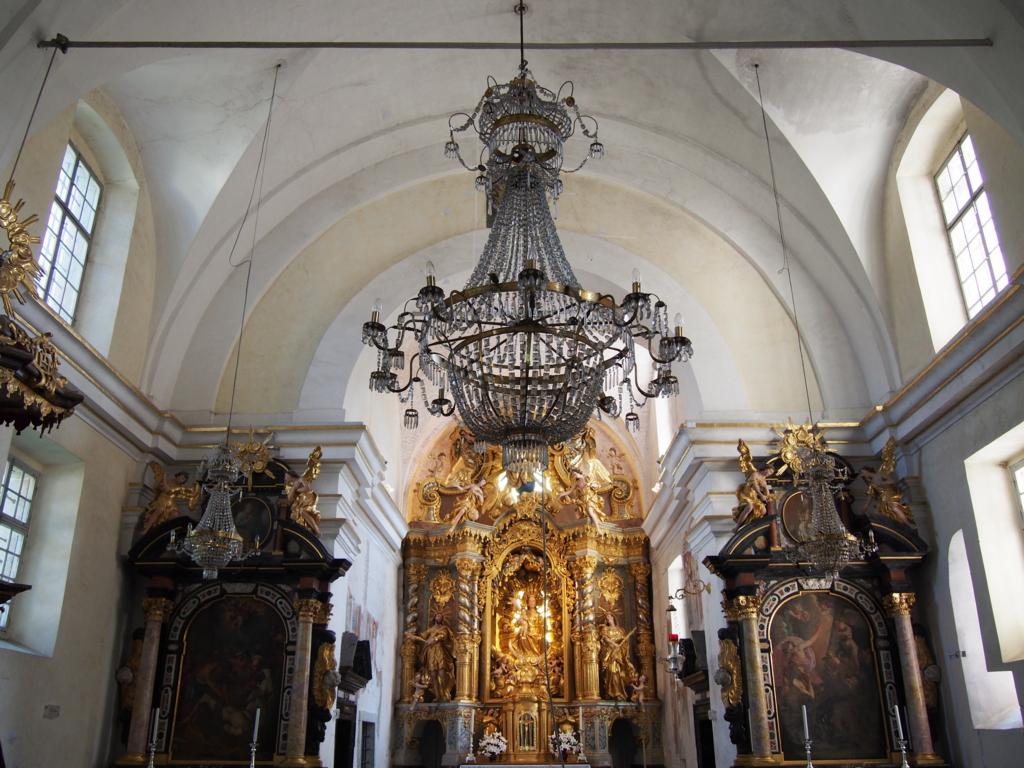 ブレッド湖の教会の内装