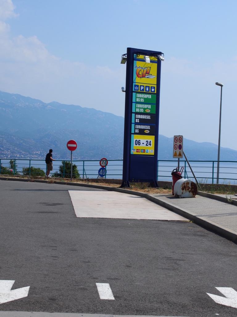 スロベニアのガソリンスタンド