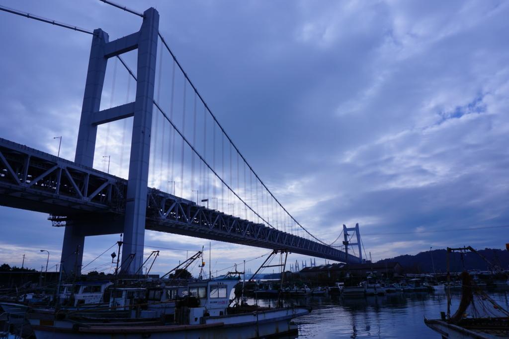 曇り空と瀬戸大橋