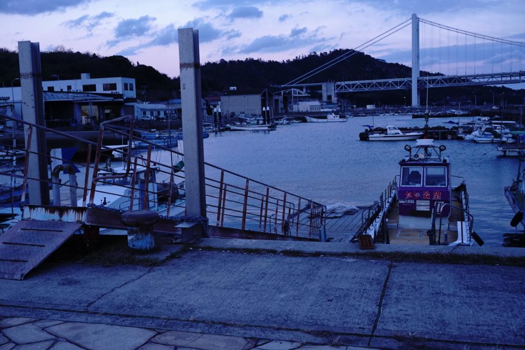 曇りの下津井港