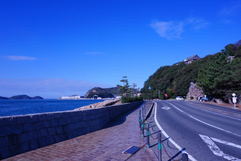 晴れた日の海岸通り