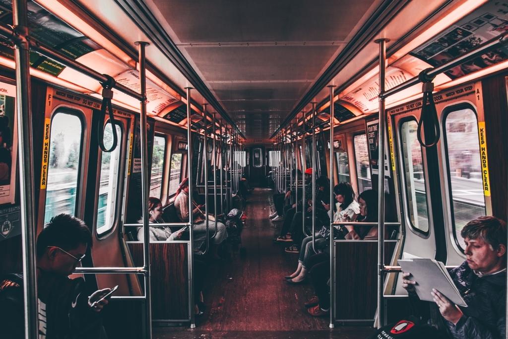 電車の中の風景