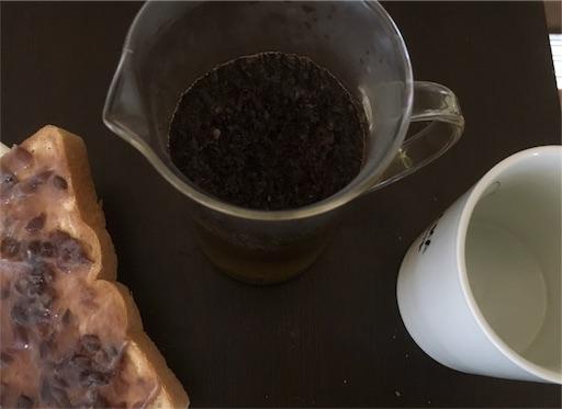 フレンチプレスでコーヒーを淹れる