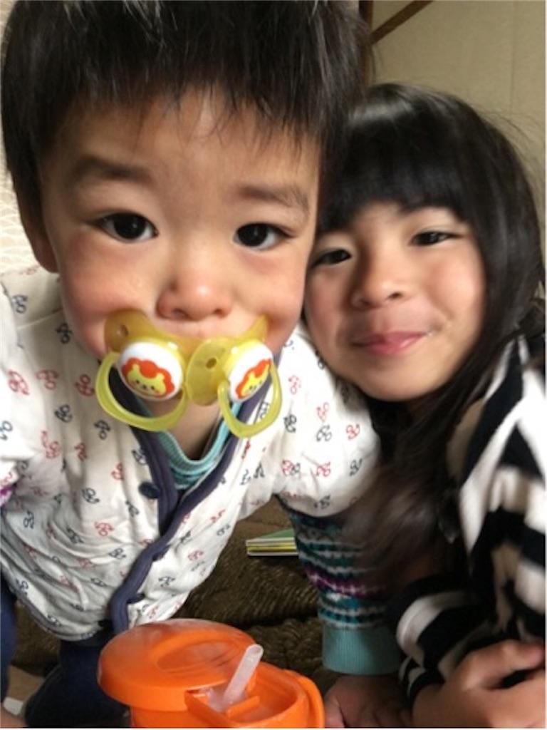 高島トレーナーのお子様たち。右が長女、左が次男