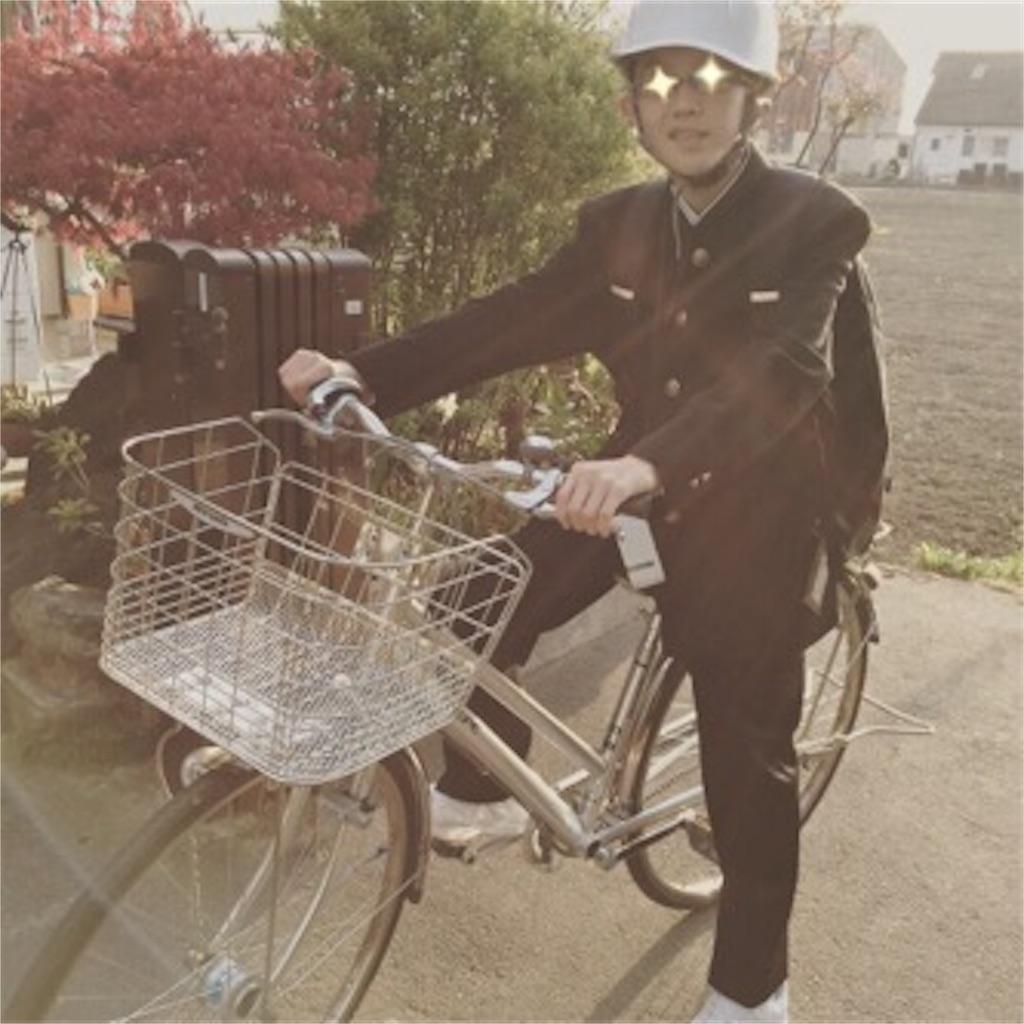 中学一年生になった長男が自転車に乗っている
