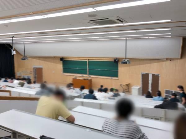 大きい教室