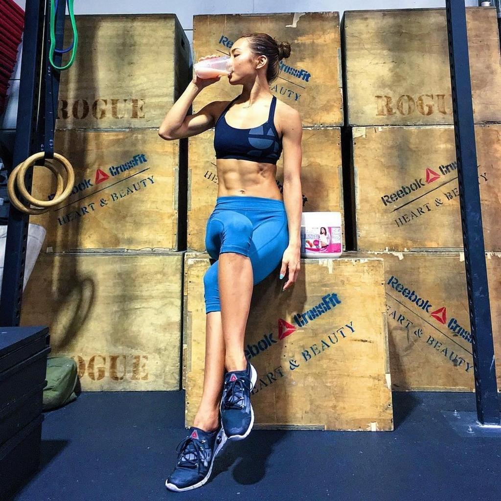 筋肉美女ヤバすぎるAYA先生トレーニング方法 有名モデルのパーソナルトレーナーAyaとは?