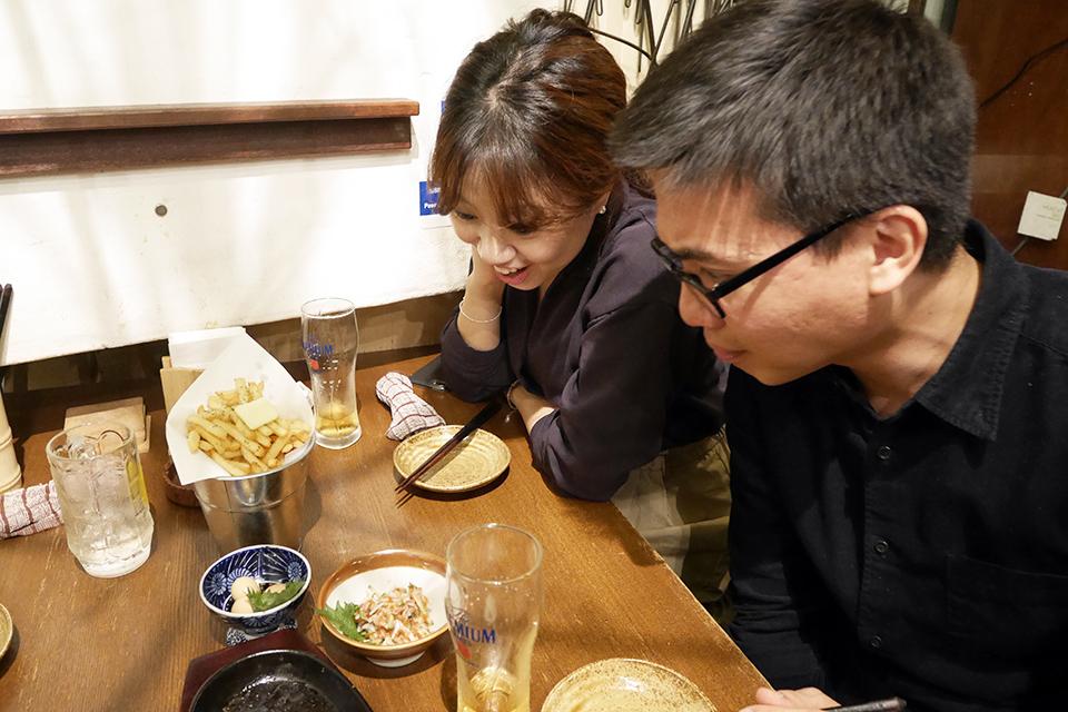 たこわさも日本に来てはじめて食べたよね…と話すムーンさんとミゲルさん