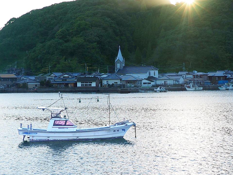 崎津漁港教会と夕景