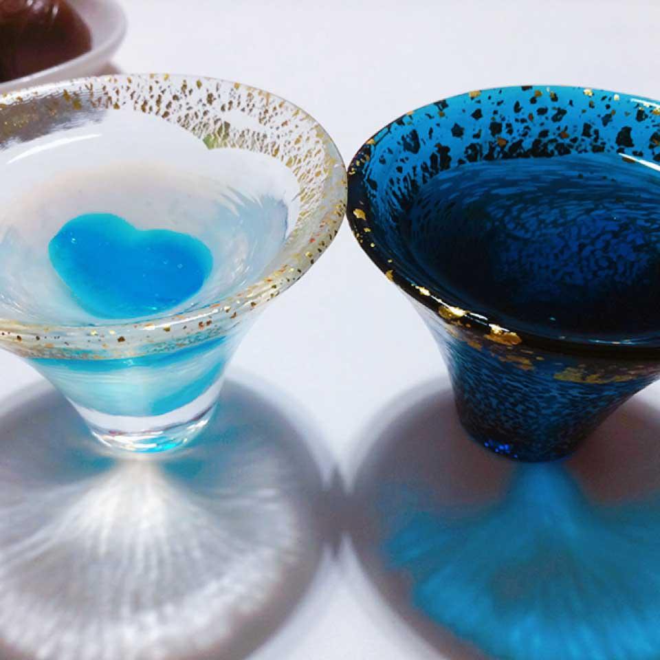 ハートのかき氷シロップゼリーを浮かべた日本酒