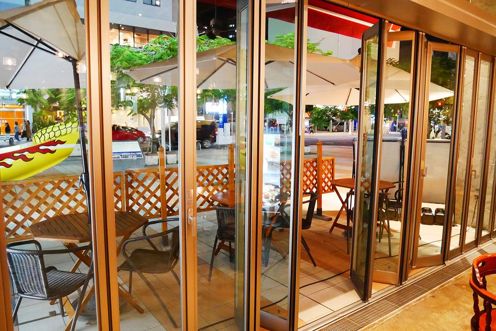 シーフードレストラン・レッドロブスター沖縄国際通り店の広々とした店内