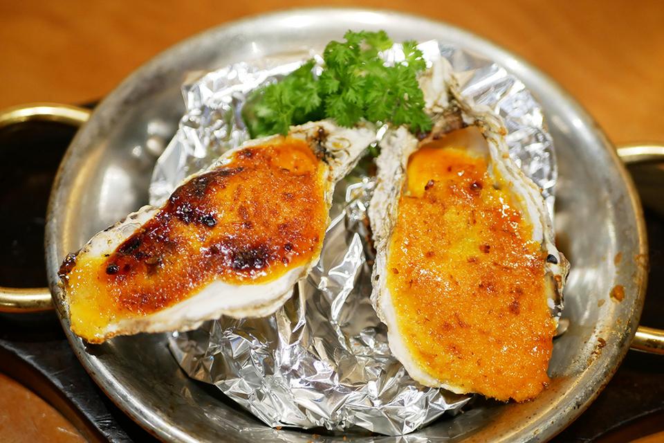 レッドロブスター沖縄国際通り店の限定シーフードメニュー・オイスターのウニソース焼き