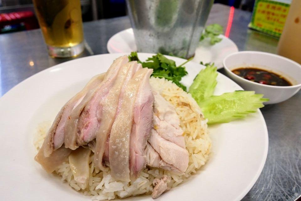 タイ屋台999 新宿店 メニュー カオマンガイ